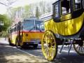 Oldtimer-Postauto-Bus Saurer/Tüscher 3DUK-50 ex P-24660 von www.schwyzer-poschti.de mit der Postkutsche Wiehl - Nümbrecht am Bahnhof Wiehl (4.2011 - Foto: Schwyzer Poschti) - Pferdekutsche / Pferdepost / Nostalgiefahrten / LVR Freilichtmuseum Lindlar