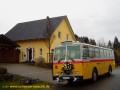 Oldtimer-Postauto-Bus Saurer/Tüscher 3DUK-50 ex P-24660 von www.schwyzer-poschti.de mit Hochzeitsschmuck in Wolperath (12.2011 - Foto: Schwyzer Poschti) - Heiraten: Hochzeitsfahrt - Shuttle Kirche Standesamt Location / Zeitfüller